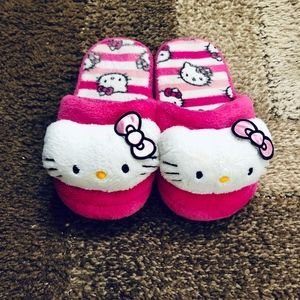 Hello Kitty Comfy House Slippers (Used)